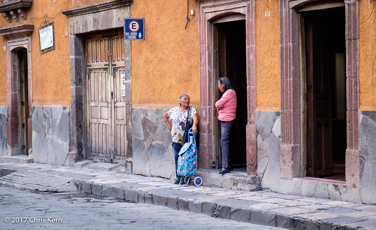 Neighbors on Calle Mesones, San Miguel de Allende, Guanajuato, Mexico (2017)